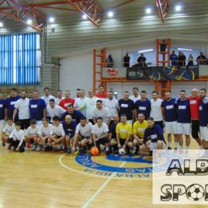 Un nou meci caritabil de 24 de karate la Alba Iulia! Împreună pentru Robert a adus pe parchet fotbalişti! BRAVO, OAMENI! (GALERIE FOTO)