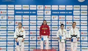 Sportiva legitimată la CS Unirea Alba Iulia se antrenează, în prezent, la Centrul Olimpic de Judo Cluj-Napoca, după ce anterior a efectuat pregătirea și la Centrul Național de Judo Deva!